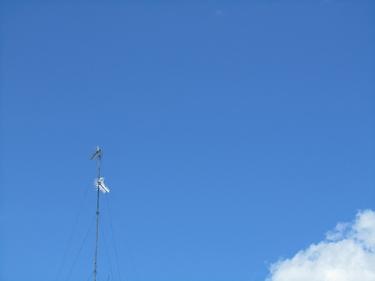 ciel bleu,nuage,antenne