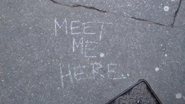 graff,graffiti,streetart,street art,ici et là, nulle part,here,anywhere,trottoir,rendez-vous