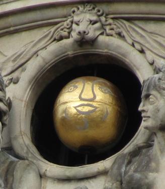 hôtel de ville,beffroi,lune,boule dorée