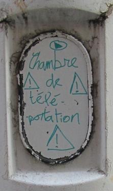 cabine,WC,graffiti,téléportation