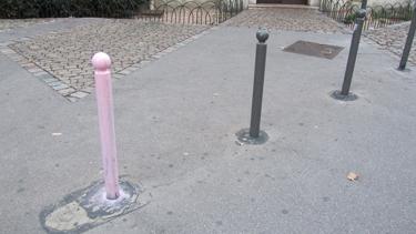 poteau,rue,anti-stationnement,ville,rose,allusion,peinture