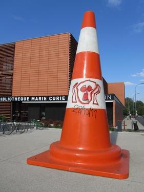 cône de chantier,cône de lübeck,graff,graffiti,nucléaire,fin du monde