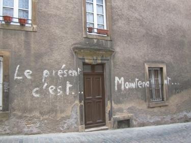 maintenant,présent,graff,graffiti,street art,streetart,mur,ville,parole,sentence