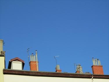 ciel bleu,cheminées