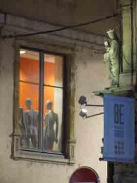 mannequins,nudité,consumérisme,religion,Vierge