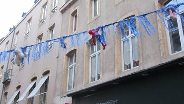 guirlande,rue,animation commerciale,décor,urbain,nounours,peluches,jouets,noël,noël 2012,fête,rue des jardins