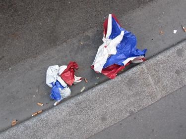 tricolore,drapeau,france,ville,trottoir,détritus