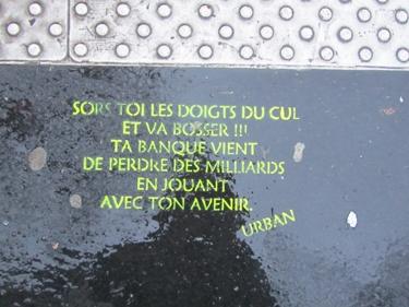 crise,banque,travail,politique,street art,streetart,stencil,sol,trottoir,ville,urbain