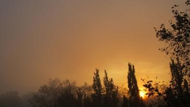 ciel,nuages,aube,soleil levant