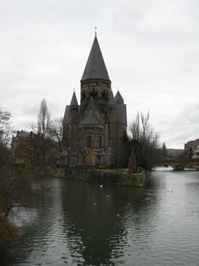Temple-Neuf.jpg