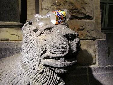lion,sculpture,gare de Metz,détritus,insolite