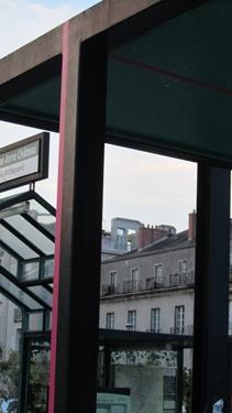 ligne,rose,voyage à nantes,signe urbain,marquage,sol,ville,art,art contemporain