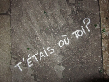 lapin,graff,graffiti,stencil,pochoir,trottoir,lapin blanc,ville,urbain