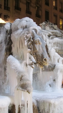fontaine,Bartholdi,fontaine Bartholdi,glace,froid,gel,eau